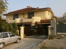 2 kanal house for sale in valencia block c lahore for rs. 4.50 crore - aarz.pk